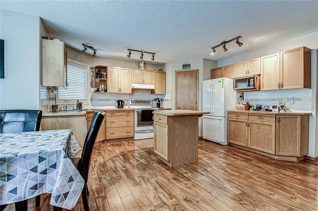 Photo 6: Photos: 25 THORNLEIGH Way SE: Airdrie Detached for sale : MLS®# C4282676