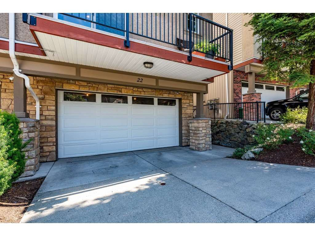 "Main Photo: 22 35626 MCKEE Road in Abbotsford: Abbotsford East Townhouse for sale in ""Ledgeview Villas"" : MLS®# R2468228"
