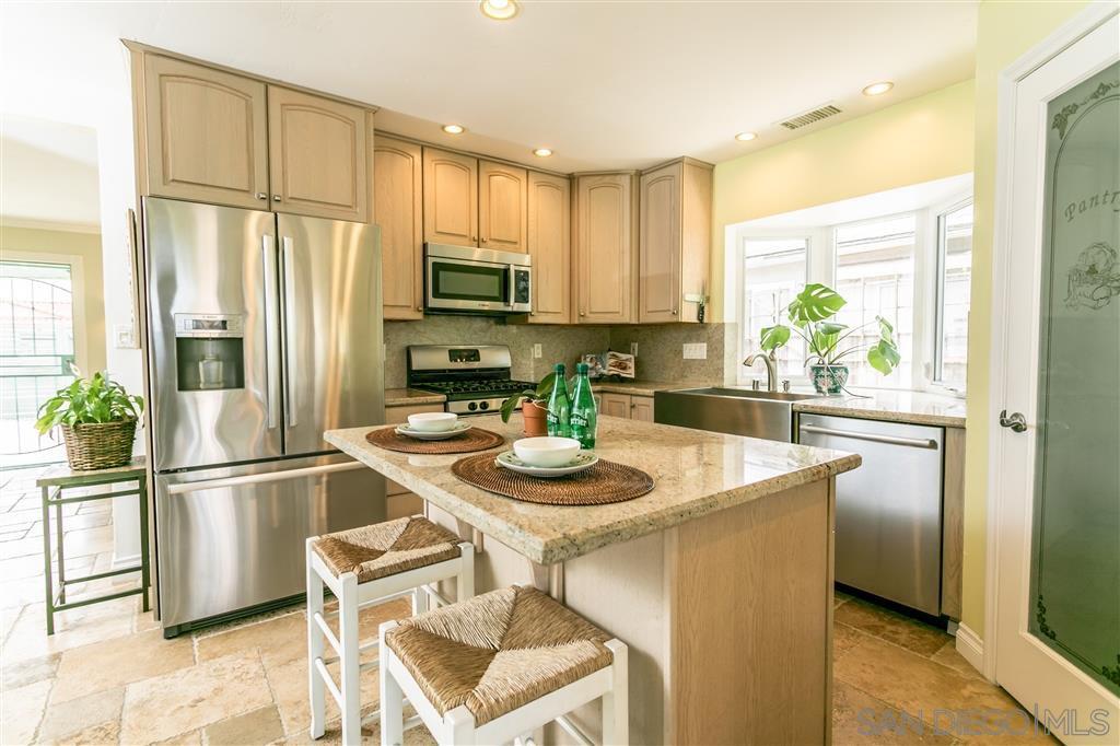 Main Photo: MIRA MESA House for sale : 3 bedrooms : 11139 Batavia Cir in San Diego