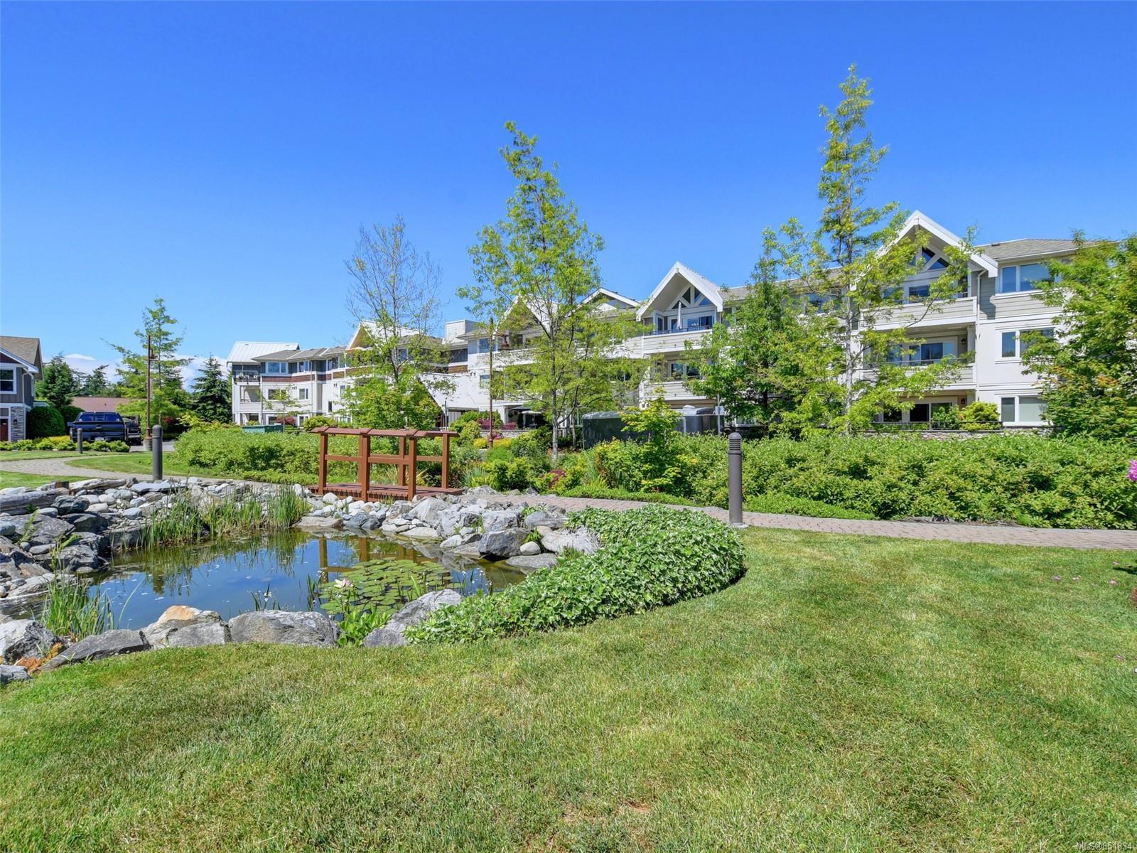 Main Photo: 209 537 Heatherdale Lane in : SW Royal Oak Condo for sale (Saanich West)  : MLS®# 851834