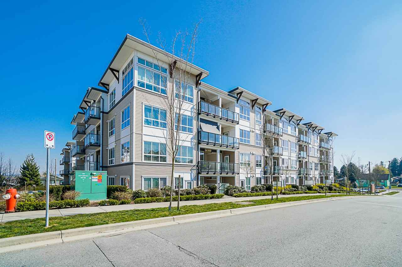 "Main Photo: 208 6468 195A Street in Surrey: Clayton Condo for sale in ""Yale Bloc"" (Cloverdale)  : MLS®# R2446691"