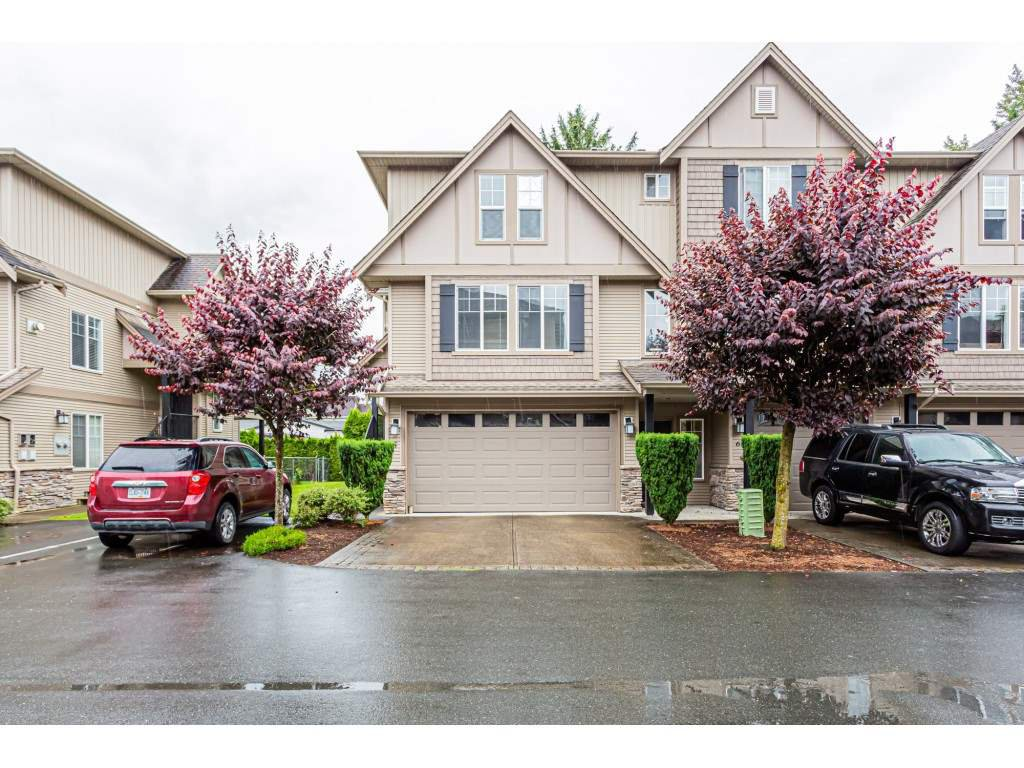 "Main Photo: 5 46321 CESSNA Drive in Chilliwack: Chilliwack E Young-Yale Townhouse for sale in ""Cessna Landing"" : MLS®# R2466292"