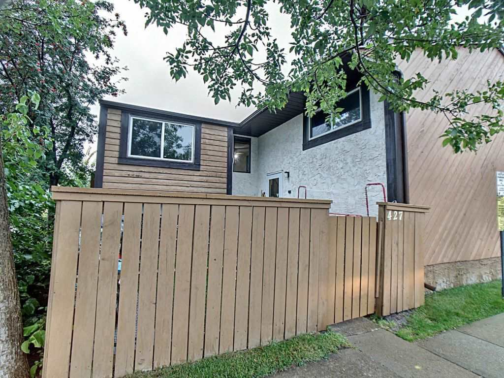 Main Photo: 427 Willow Court in Edmonton: Zone 20 Townhouse for sale : MLS®# E4173608