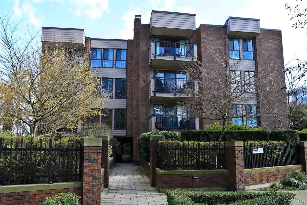 """Main Photo: 406 1157 NELSON Street in Vancouver: West End VW Condo for sale in """"HAMPSTEAD HOUSE"""" (Vancouver West)  : MLS®# R2528875"""