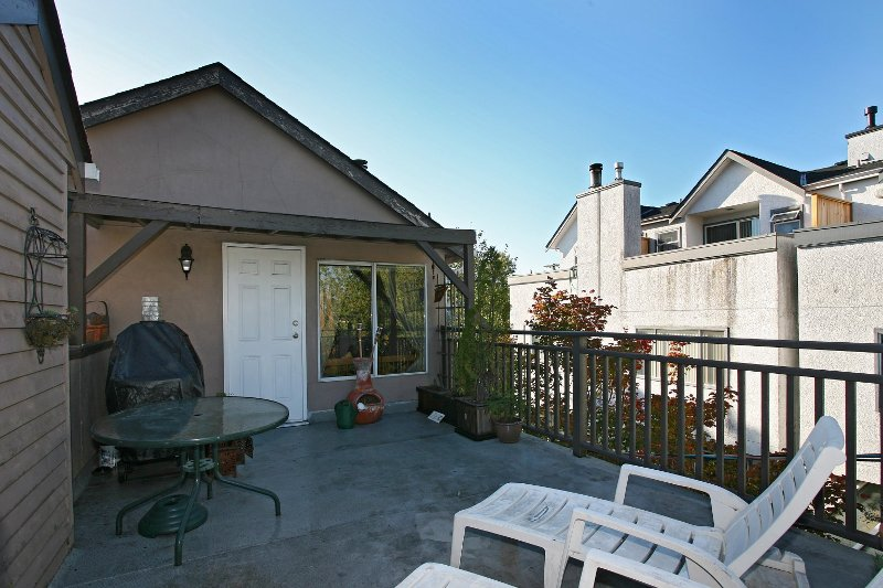 Photo 11: Photos: 8672 SW MARINE Drive in Vancouver: Marpole Townhouse for sale (Vancouver West)  : MLS®# V789020