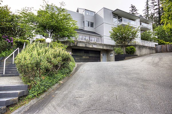"Main Photo: 305 2733 ATLIN Place in Coquitlam: Coquitlam East Condo for sale in ""ATLIN COURT"" : MLS®# V859472"