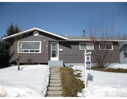 Main Photo: 38 HOGARTH Crescent SW in CALGARY: Haysboro Residential Detached Single Family for sale (Calgary)  : MLS®# C3372925