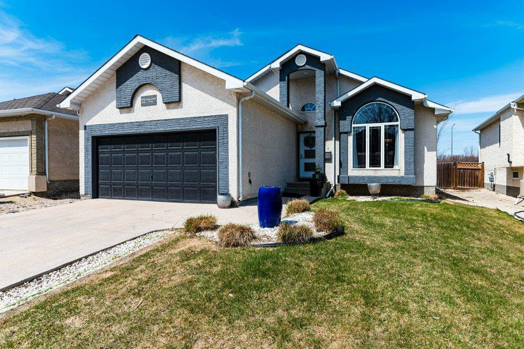 Main Photo: 72 Orchard Hill Drive in Winnipeg: Royalwood Residential for sale (2J)  : MLS®# 202015350