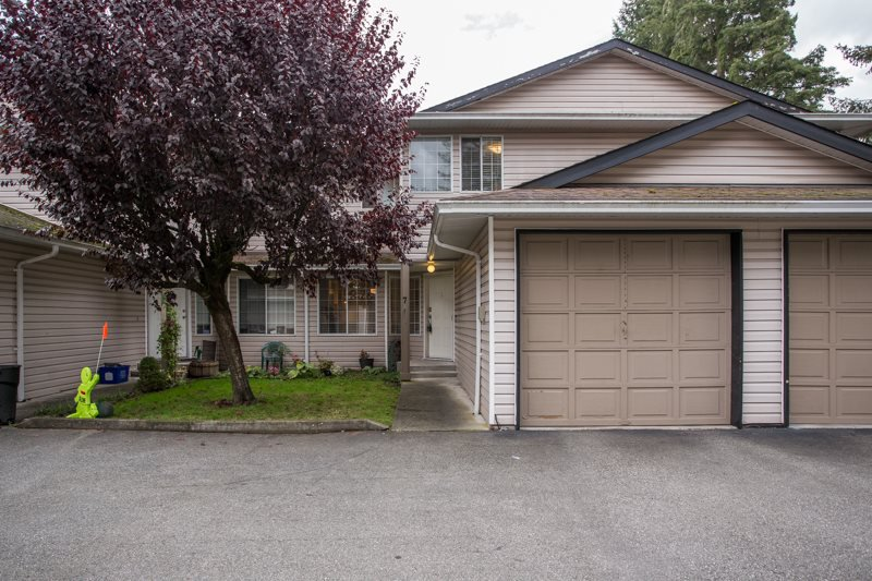 "Main Photo: 7 21541 MAYO Place in Maple Ridge: West Central Townhouse for sale in ""MAYO PLACE"" : MLS®# R2510971"