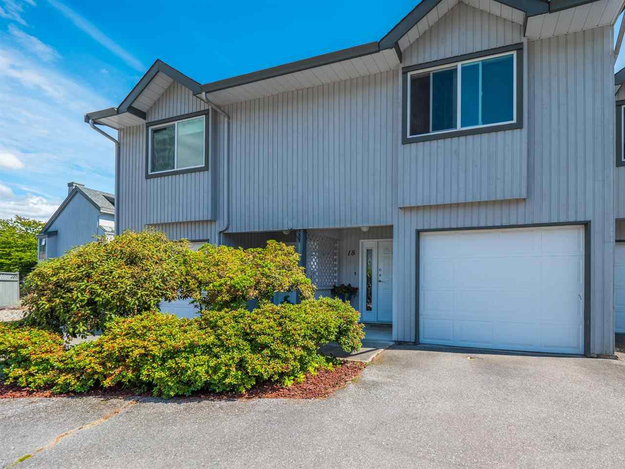 Main Photo: 18 5761 WHARF Road in Sechelt: Sechelt District Townhouse for sale (Sunshine Coast)  : MLS®# R2411016