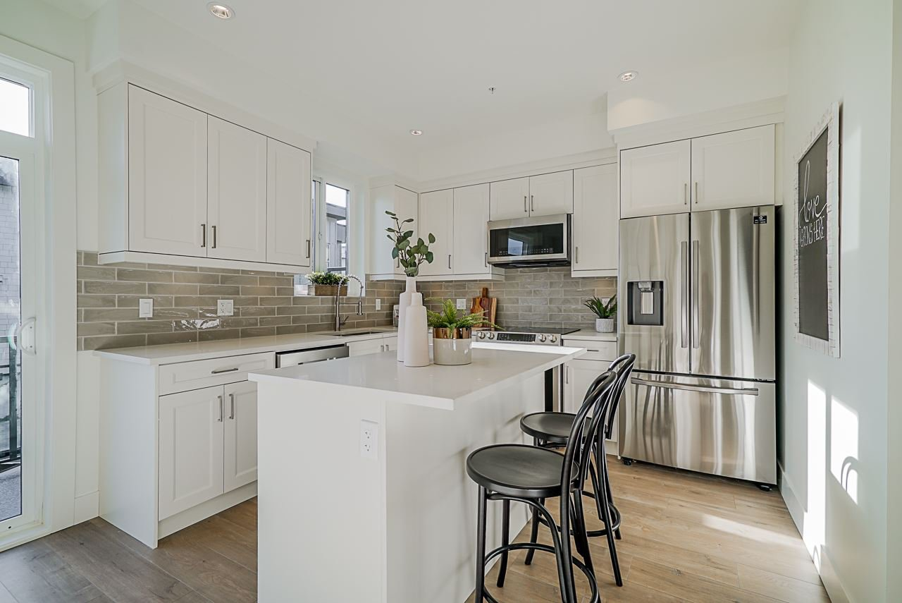 Photo 2: Photos: 15 19670 55A Avenue in Langley: Langley City Townhouse for sale : MLS®# R2447018