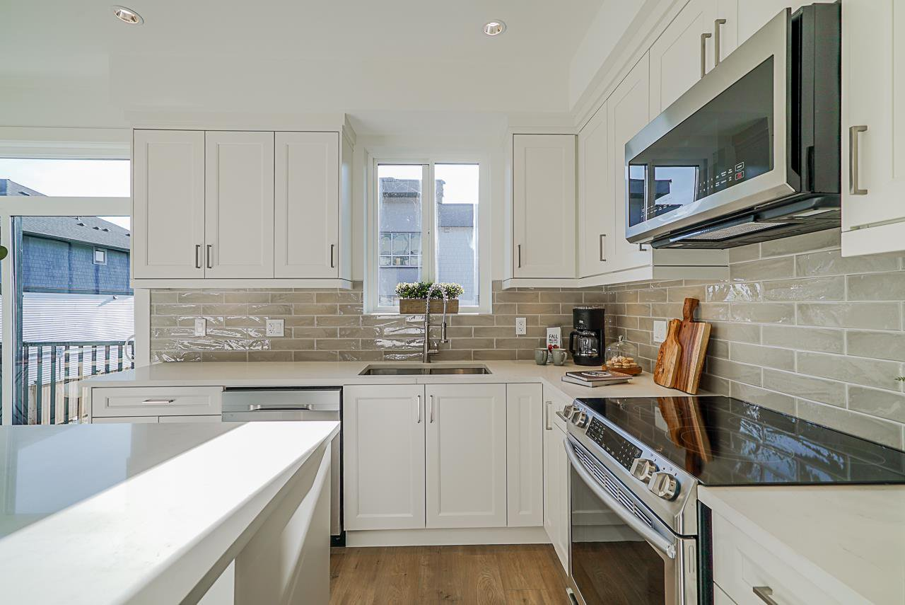 Photo 3: Photos: 15 19670 55A Avenue in Langley: Langley City Townhouse for sale : MLS®# R2447018