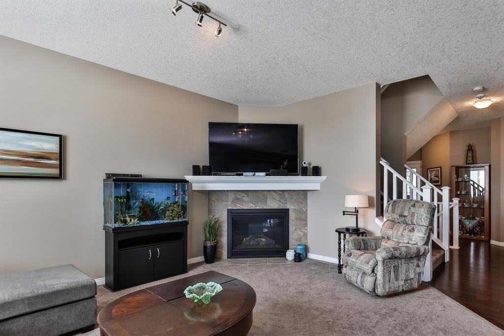 Photo 11: Photos: 86 NOLANFIELD Road NW in Calgary: Nolan Hill Detached for sale : MLS®# A1018616
