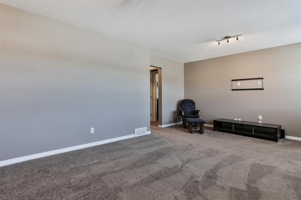 Photo 16: Photos: 86 NOLANFIELD Road NW in Calgary: Nolan Hill Detached for sale : MLS®# A1018616