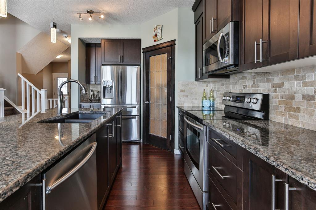 Photo 8: Photos: 86 NOLANFIELD Road NW in Calgary: Nolan Hill Detached for sale : MLS®# A1018616