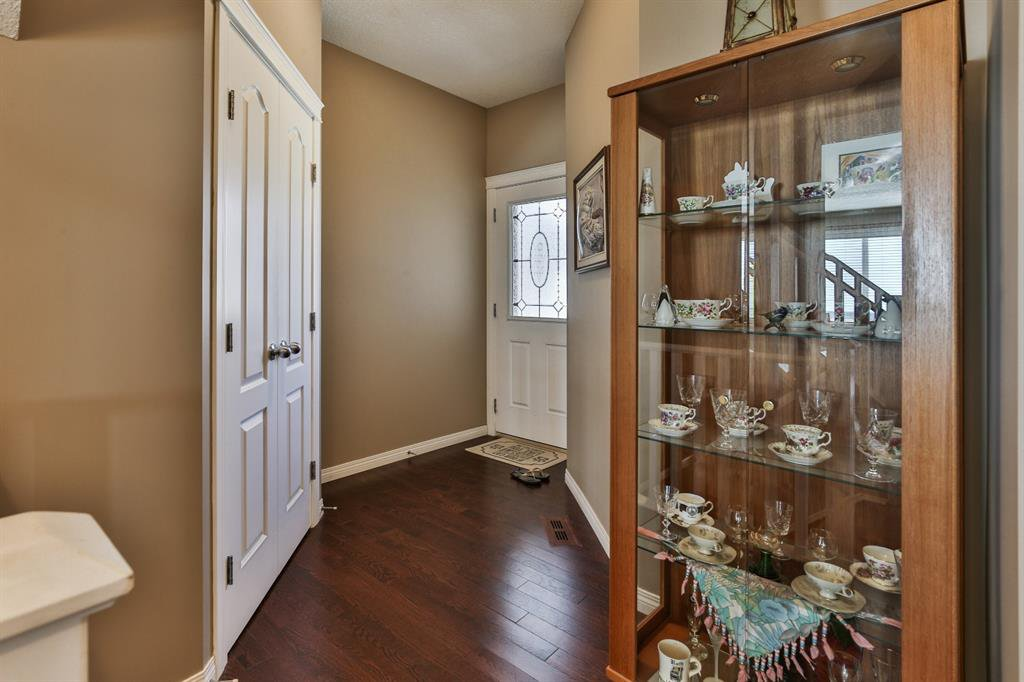 Photo 3: Photos: 86 NOLANFIELD Road NW in Calgary: Nolan Hill Detached for sale : MLS®# A1018616