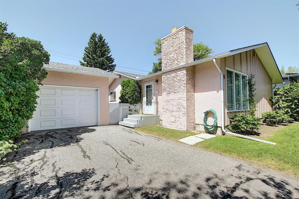 Main Photo: 49 Haysboro Crescent SW in Calgary: Haysboro Detached for sale : MLS®# A1041274