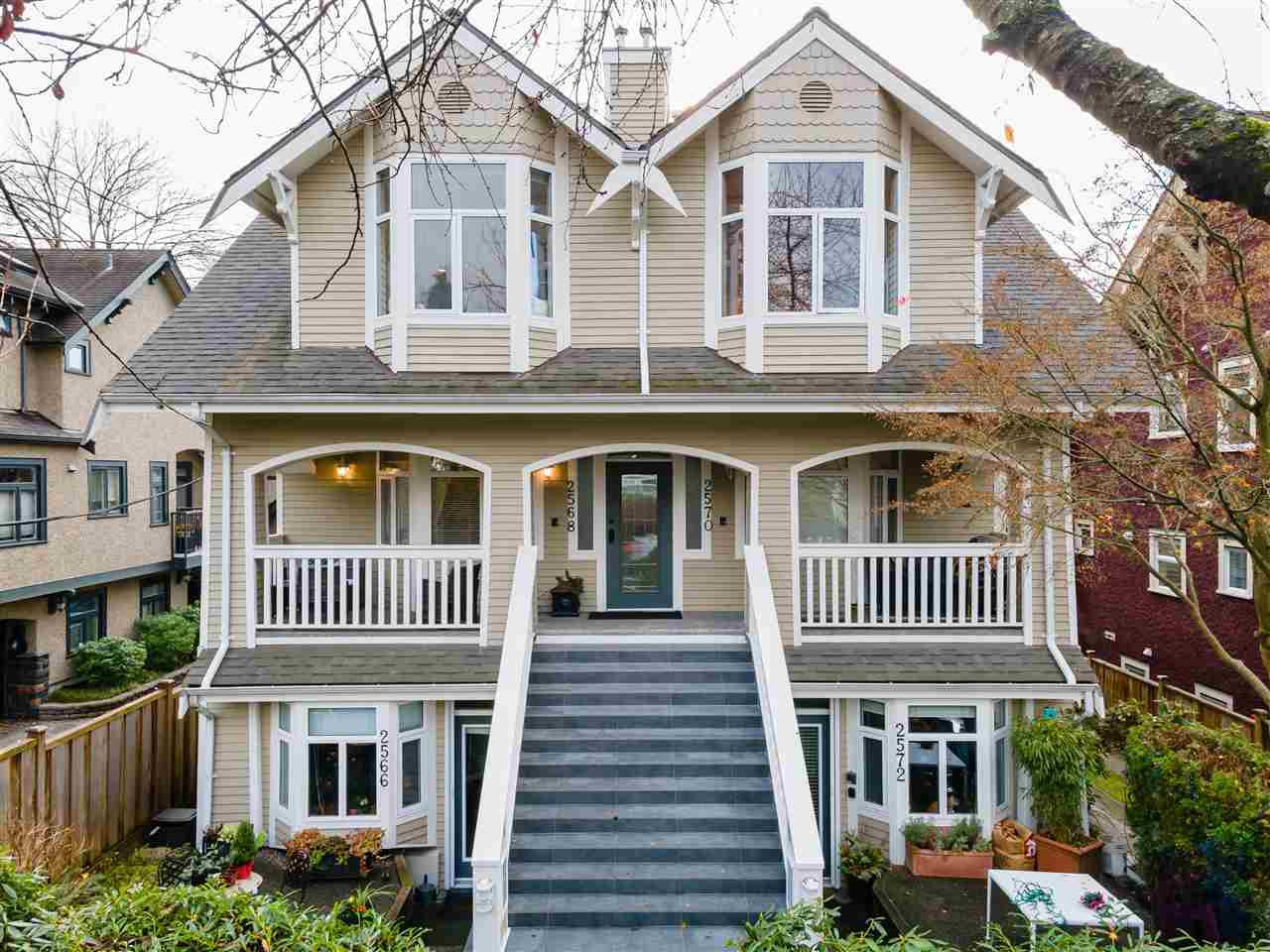 Main Photo: 2568 W 5TH Avenue in Vancouver: Kitsilano Townhouse for sale (Vancouver West)  : MLS®# R2521060