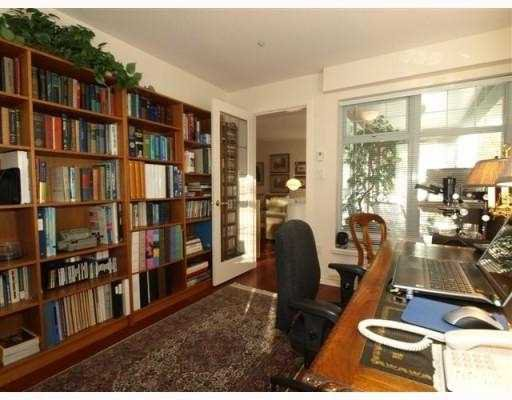 """Photo 9: Photos: 111 1140 STRATHAVEN Drive in North_Vancouver: Northlands Condo for sale in """"STRATHAVEN"""" (North Vancouver)  : MLS®# V770208"""
