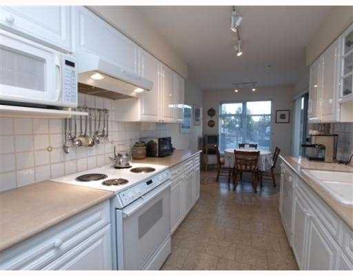 """Photo 3: Photos: 111 1140 STRATHAVEN Drive in North_Vancouver: Northlands Condo for sale in """"STRATHAVEN"""" (North Vancouver)  : MLS®# V770208"""