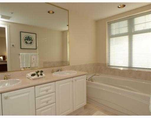 """Photo 7: Photos: 111 1140 STRATHAVEN Drive in North_Vancouver: Northlands Condo for sale in """"STRATHAVEN"""" (North Vancouver)  : MLS®# V770208"""