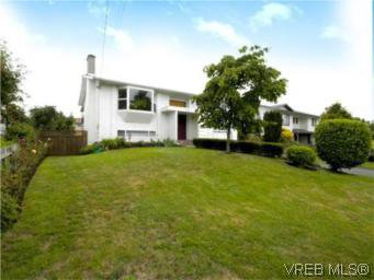 Main Photo: 4397 Columbia Dr in VICTORIA: SE Gordon Head House for sale (Saanich East)  : MLS®# 513130
