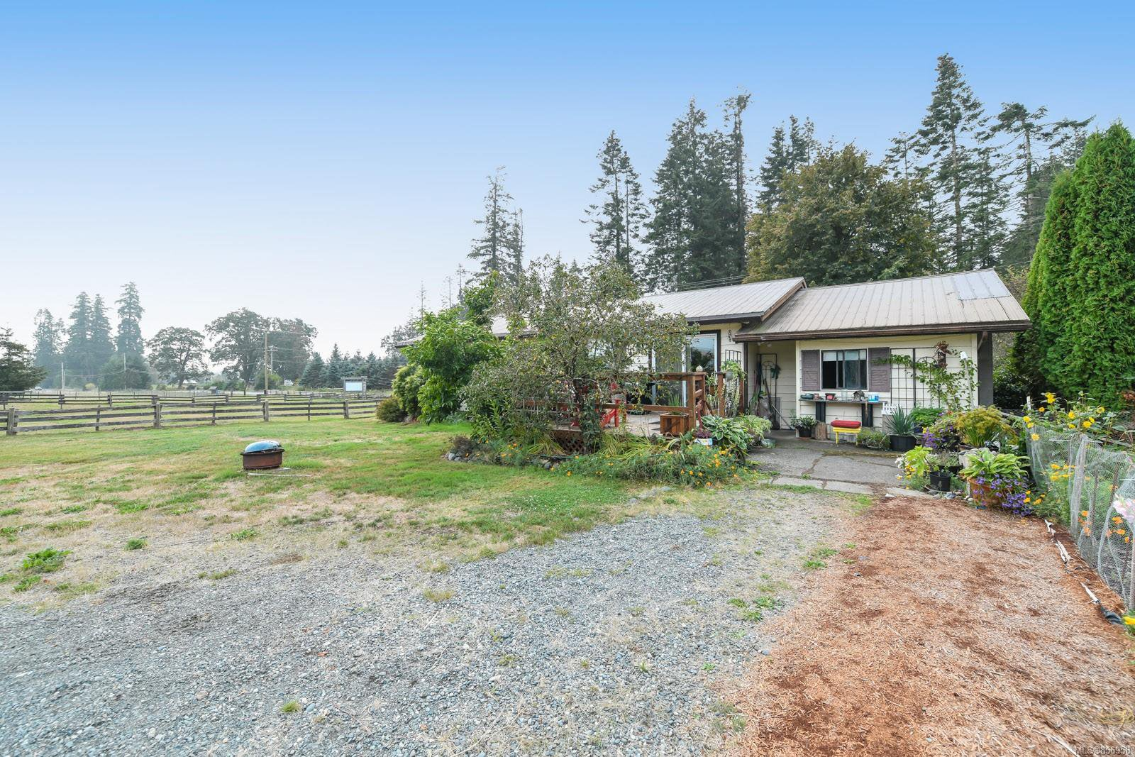 Main Photo: 5346 Headquarters Rd in : CV Courtenay North House for sale (Comox Valley)  : MLS®# 856958