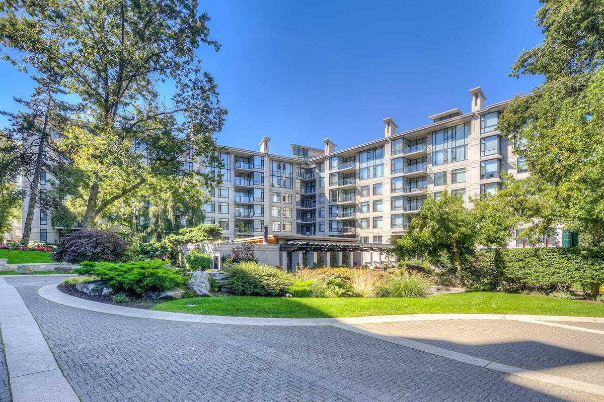 Main Photo: 4685 Valley Drive in Vancouver: Quilchena Condo for rent (Vancouver West)  : MLS®# AR109