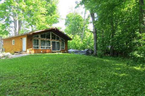Main Photo: 3951 Algonquin Ave, Innisfil, Ontario L9S2M1 in Innisfil: Detached for sale (Rural Innisfil)  : MLS®# N2937563