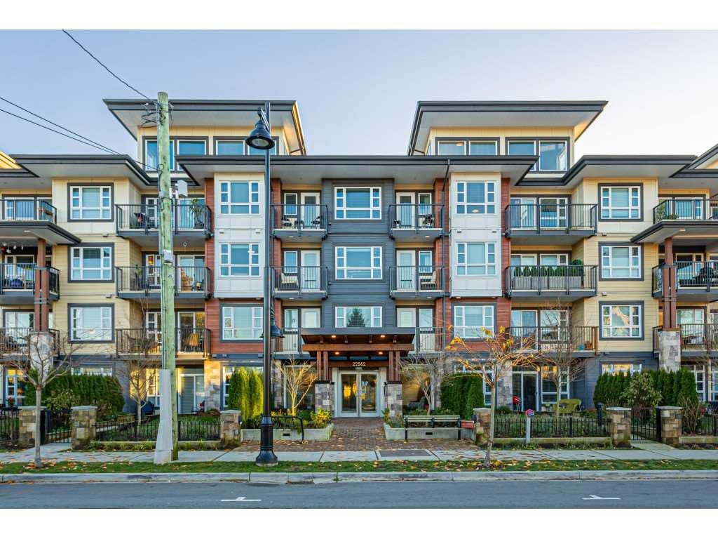 """Main Photo: 301 22562 121 Avenue in Maple Ridge: East Central Condo for sale in """"THE EDGE 2"""" : MLS®# R2521544"""