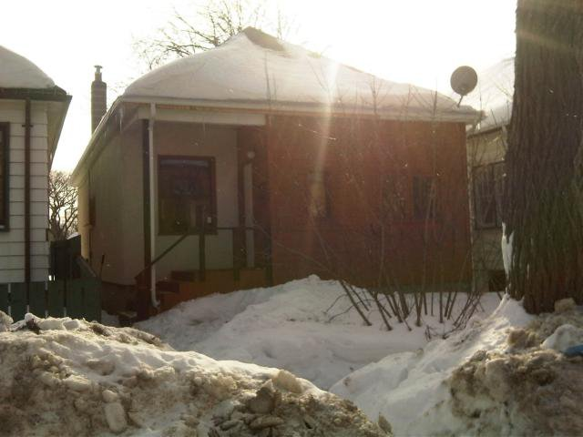 Main Photo: 520 CARLAW Avenue in WINNIPEG: Manitoba Other Residential for sale : MLS®# 1101928