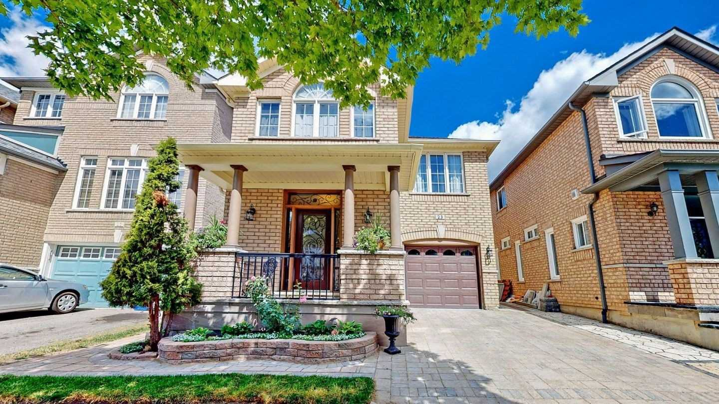 Main Photo: 23 Russell Hill Rd in Markham: Berczy Freehold for sale : MLS®# N4925923