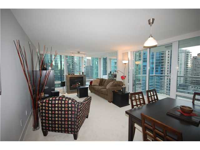 """Photo 1: Photos: 1804 590 NICOLA Street in Vancouver: Coal Harbour Condo for sale in """"CASCINA @ WATERFRONT PLACE"""" (Vancouver West)  : MLS®# V862282"""
