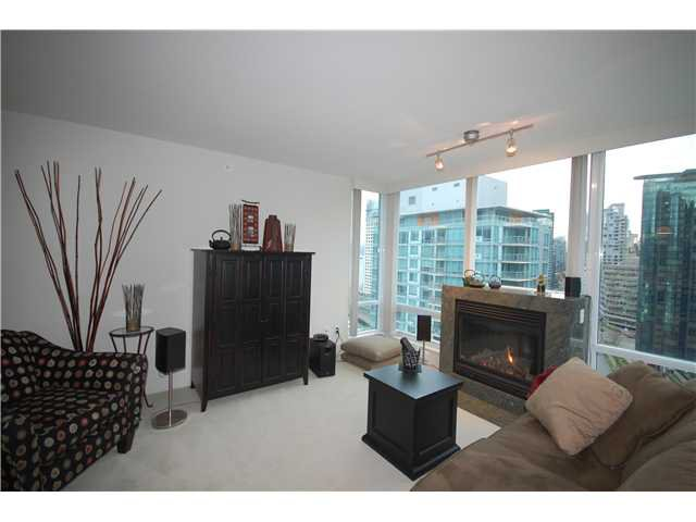 """Photo 2: Photos: 1804 590 NICOLA Street in Vancouver: Coal Harbour Condo for sale in """"CASCINA @ WATERFRONT PLACE"""" (Vancouver West)  : MLS®# V862282"""