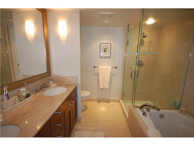 """Photo 7: Photos: 1804 590 NICOLA Street in Vancouver: Coal Harbour Condo for sale in """"CASCINA @ WATERFRONT PLACE"""" (Vancouver West)  : MLS®# V862282"""
