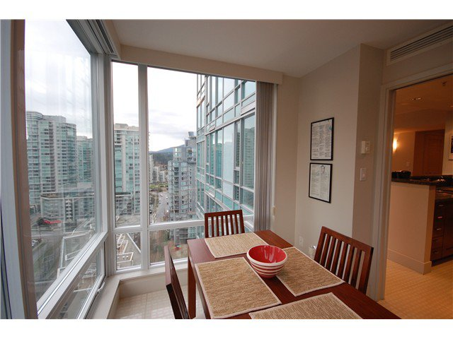 """Photo 5: Photos: 1804 590 NICOLA Street in Vancouver: Coal Harbour Condo for sale in """"CASCINA @ WATERFRONT PLACE"""" (Vancouver West)  : MLS®# V862282"""