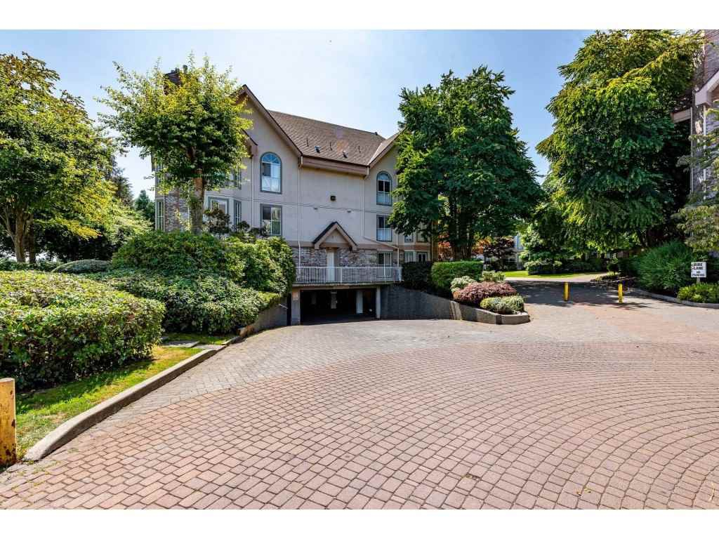 """Main Photo: 116 7151 121 Street in Surrey: West Newton Condo for sale in """"The Highlands"""" : MLS®# R2481693"""