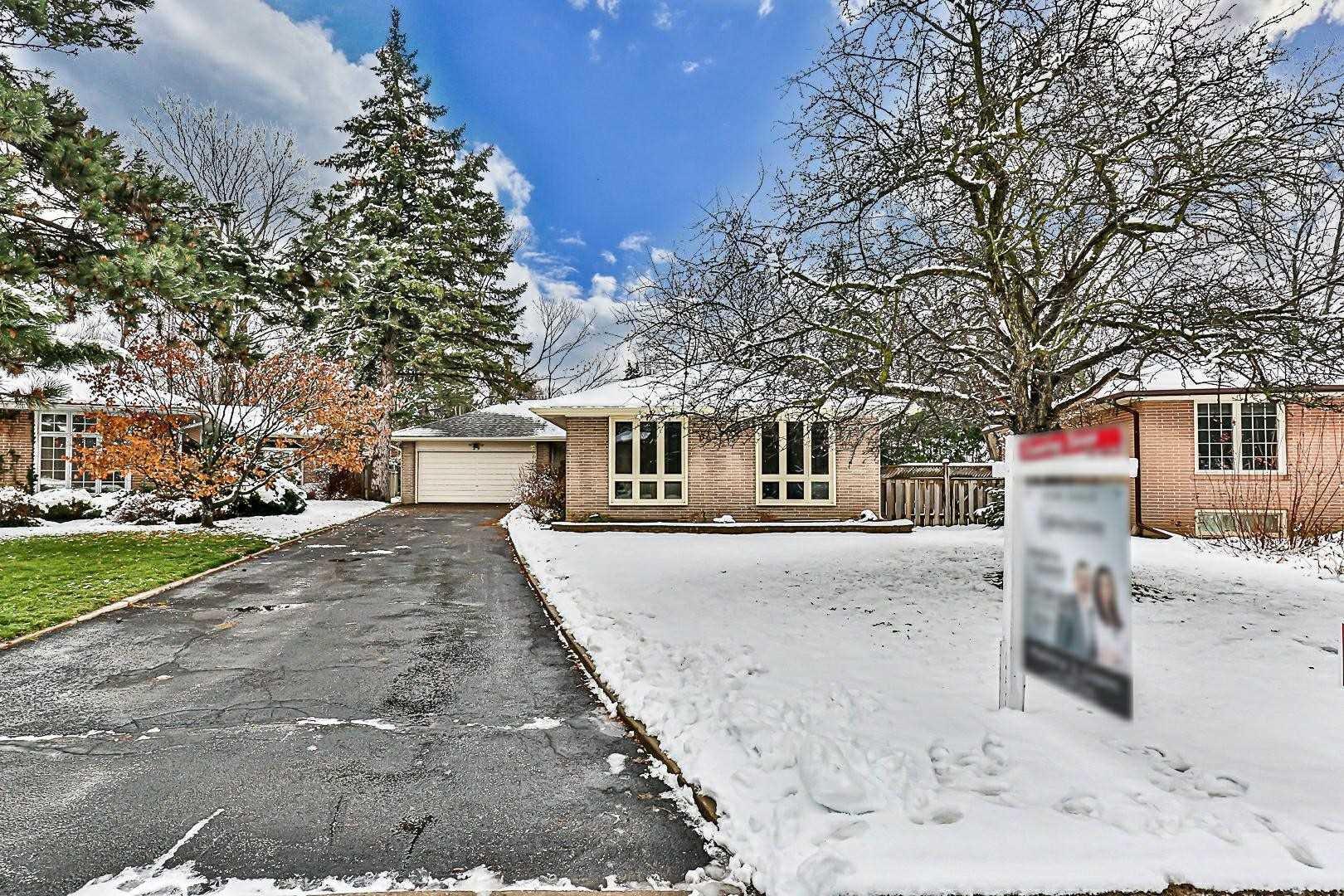 Main Photo: 29 Groveland Crescent in Toronto: Parkwoods-Donalda House (Bungalow) for sale (Toronto C13)  : MLS®# C4998949