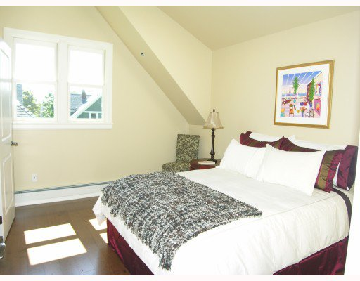 Photo 4: Photos: 2326 W 5TH Avenue in Vancouver: Kitsilano House 1/2 Duplex for sale (Vancouver West)  : MLS®# V781900