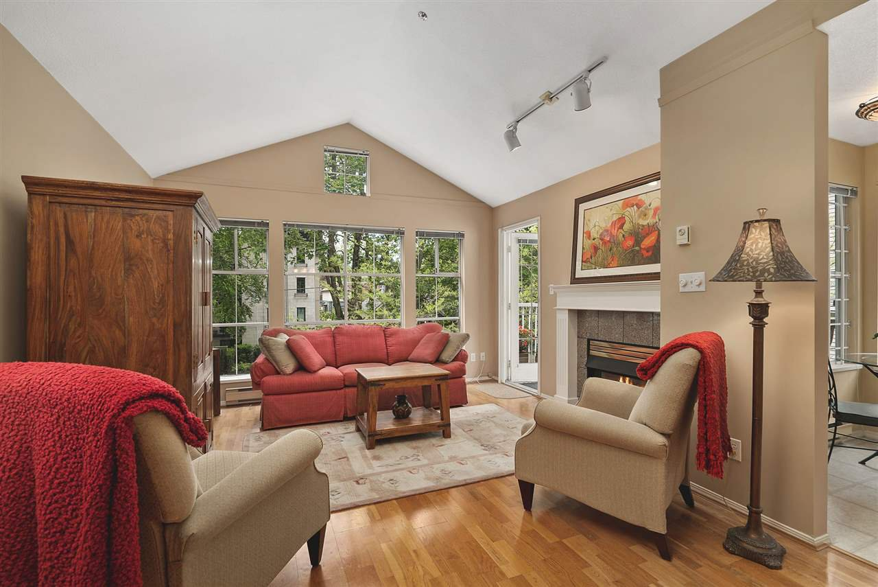 """Main Photo: 302 655 W 13TH Avenue in Vancouver: Fairview VW Condo for sale in """"Tiffany Manison"""" (Vancouver West)  : MLS®# R2458751"""