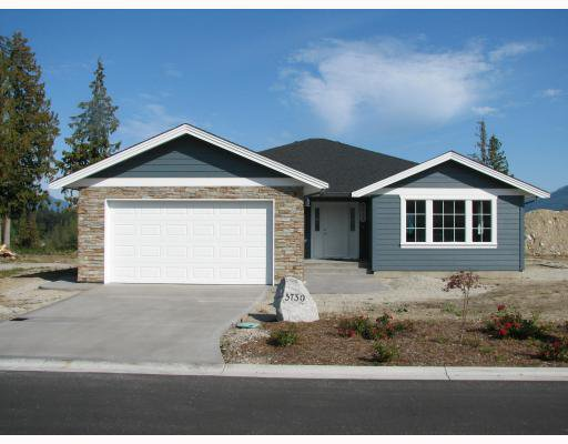 "Main Photo: 5730 GENNIS Way in Sechelt: Sechelt District House for sale in ""THE RIDGE"" (Sunshine Coast)  : MLS®# V785526"
