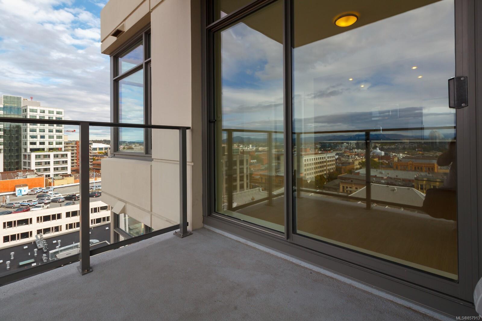 Photo 16: Photos: 1011 728 Yates St in : Vi Downtown Condo for sale (Victoria)  : MLS®# 857913