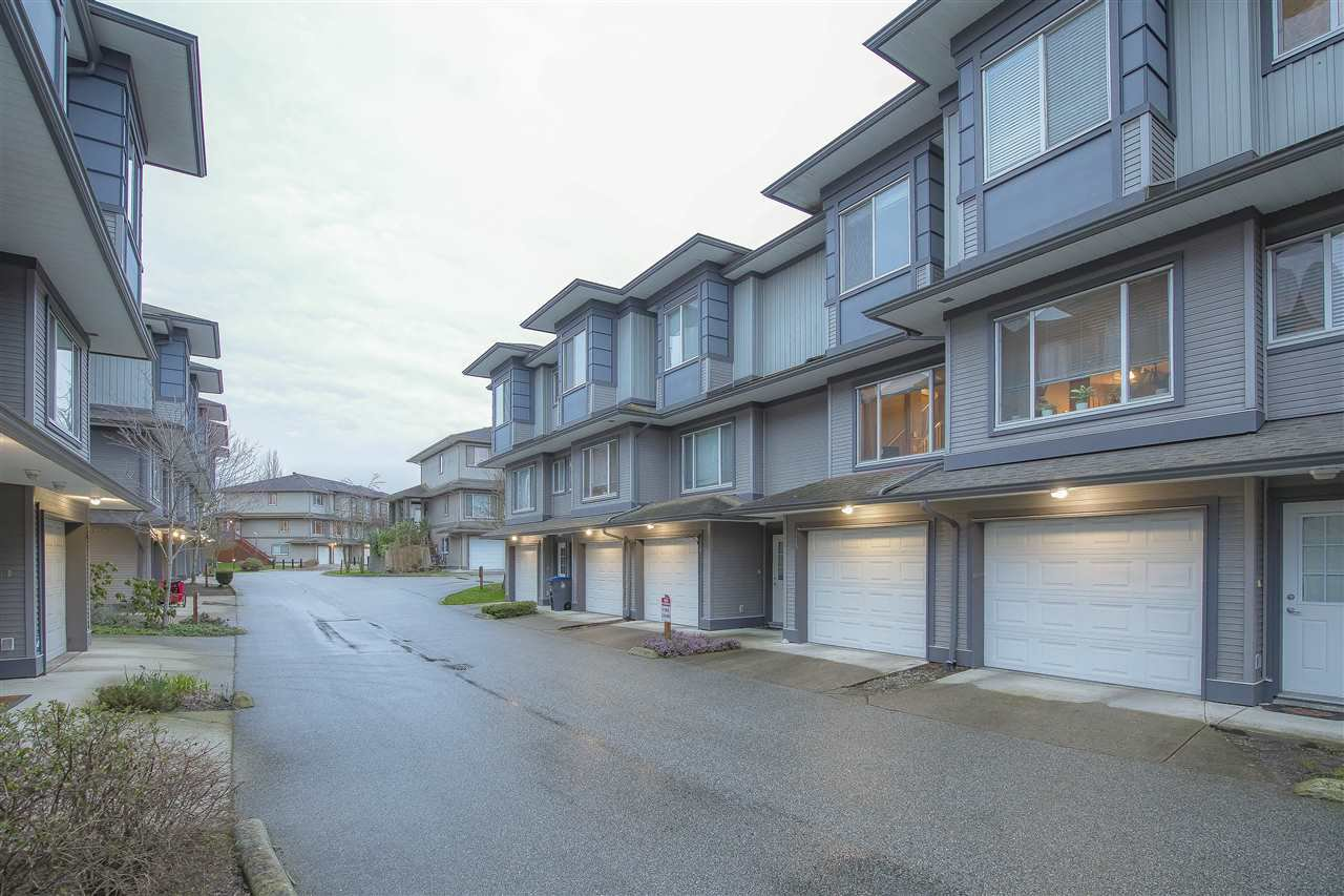 "Photo 2: Photos: 115 18701 66 Avenue in Surrey: Cloverdale BC Townhouse for sale in ""ENCORE AT HILLCREST"" (Cloverdale)  : MLS®# R2439524"
