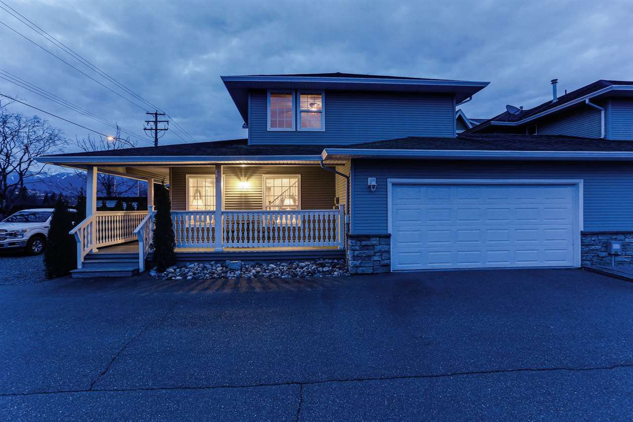 Main Photo: A 7374 EVANS Road in Chilliwack: Sardis West Vedder Rd House 1/2 Duplex for sale (Sardis)  : MLS®# R2443348
