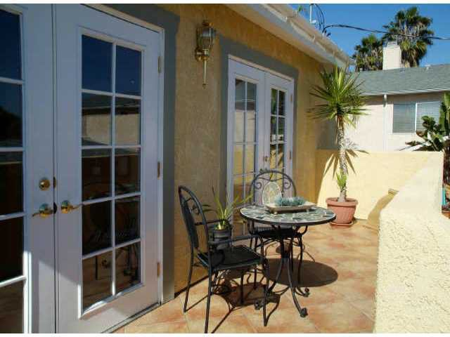 Main Photo: UNIVERSITY HEIGHTS Residential for sale : 2 bedrooms : 4648 Hamilton St in San Diego