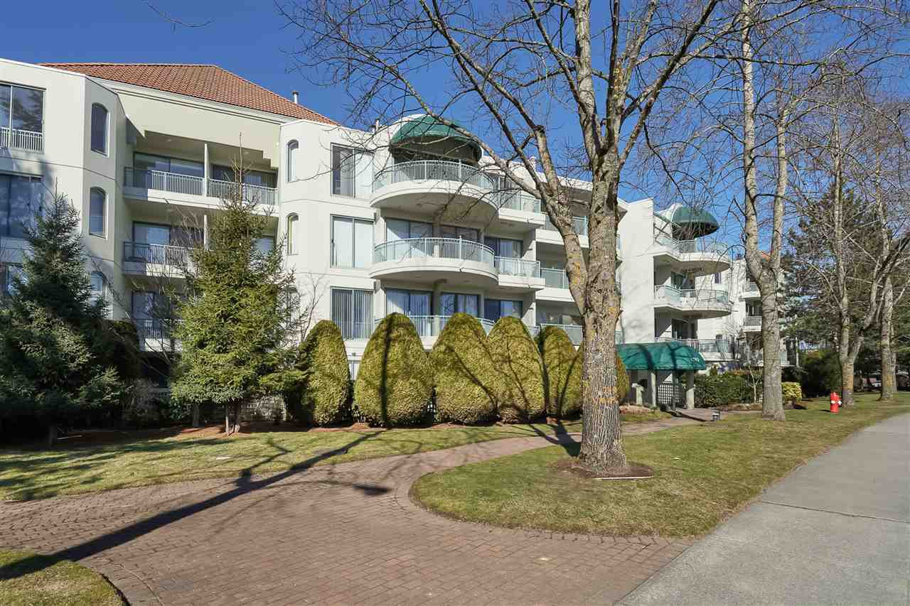 "Main Photo: 309 1785 MARTIN Drive in Surrey: Sunnyside Park Surrey Condo for sale in ""SOUTHWYND"" (South Surrey White Rock)  : MLS®# R2393778"