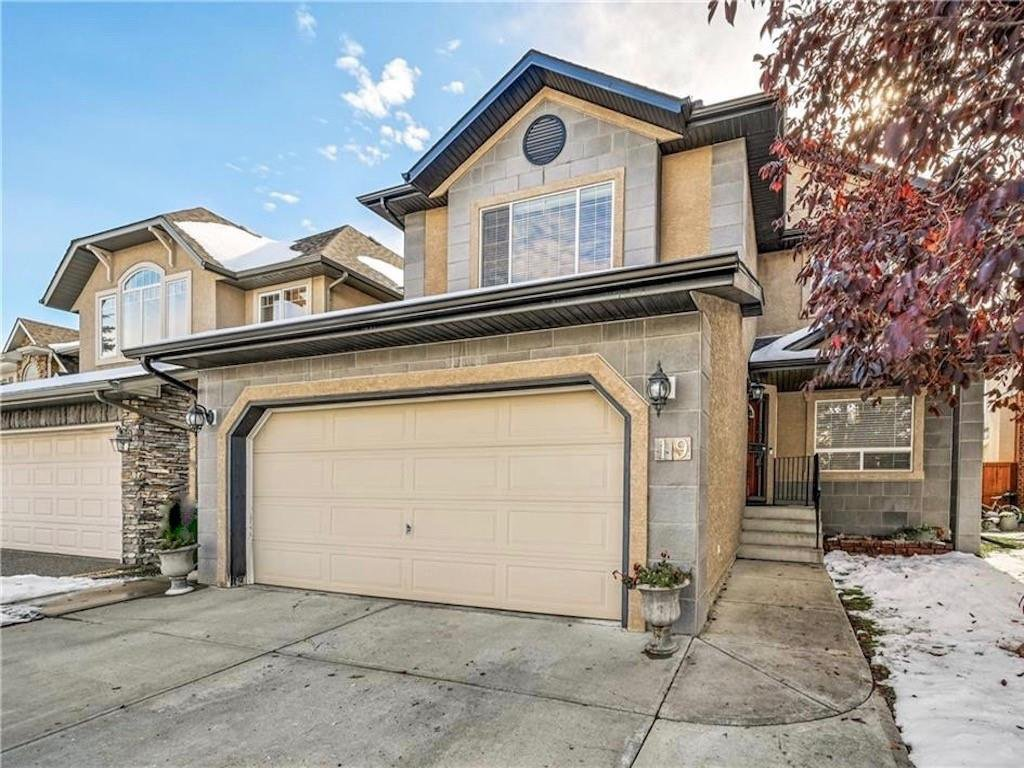 Main Photo: 19 STRATHLEA Common SW in Calgary: Strathcona Park Detached for sale : MLS®# C4270836