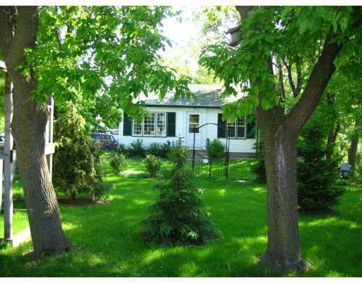 Main Photo: 420 GRASSMERE in WSTPAUL: Middlechurch / Rivercrest Residential for sale (Winnipeg area)  : MLS®# 2811029