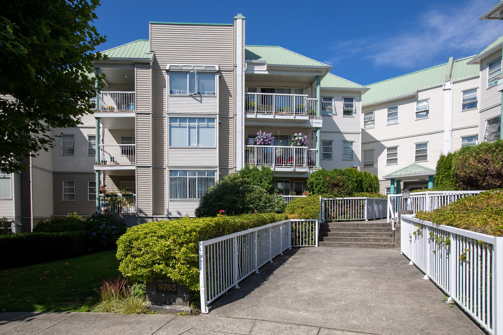 Main Photo: 216 9765 140 Street in : Whalley Condo for sale (Surrey)  : MLS®# R2488767