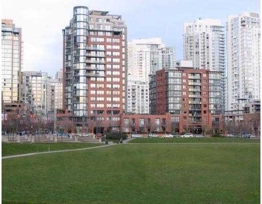 """Main Photo: 199 DRAKE Street in Vancouver: False Creek North Condo for sale in """"CONCORDIA 1"""" (Vancouver West)  : MLS®# V619681"""